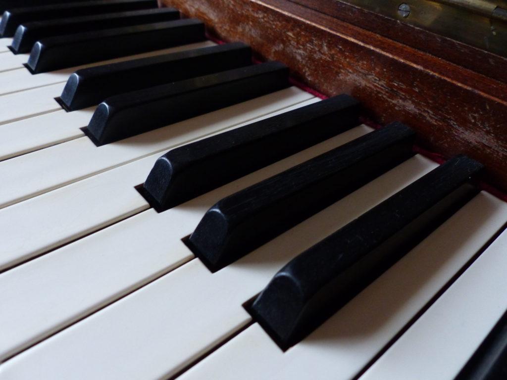 La fille au piano